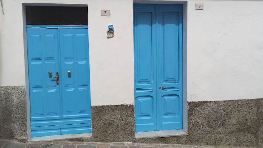 N°9 entrance door