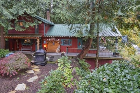 Enchanting RIVERFRONT Lewis River Vacation Cabin