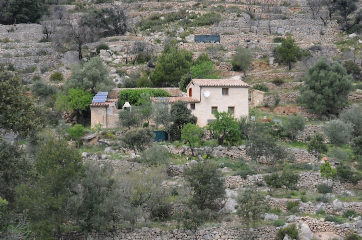Remote mountain cottage above Costa Daurada