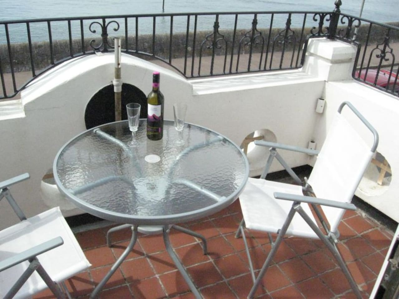 Relax On The South-Facing Sun Balcony. Take A Shower, Pop A Cork, Sit Back and Devour!