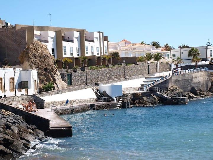 Apartment in front of the sea in El Poris