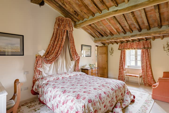 Paarl Room - Room in a Farmhouse in Tuscan Villa