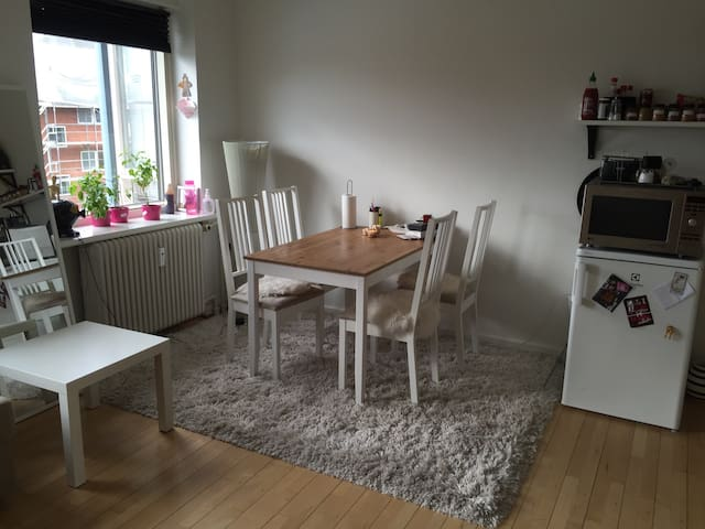 Small apartment next to train - Herlev - Apartamento
