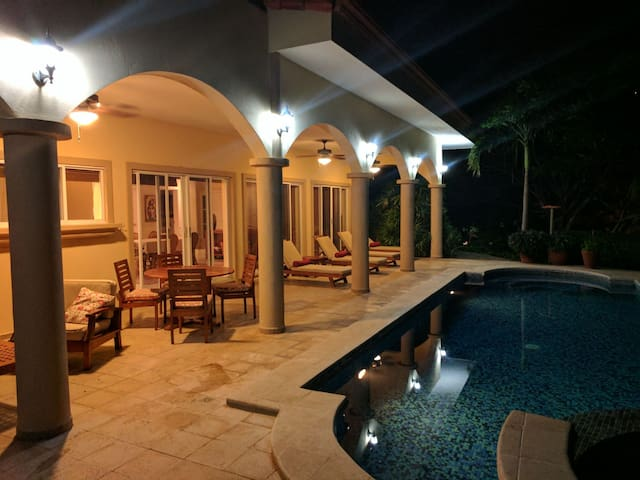 MAID/COOK/SITTER INCLUDED FAMILY LUXE POOL SUNSET
