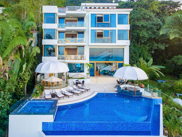 YOUR PRIVATE PARADISE W POOL JACUZZI & STAFF