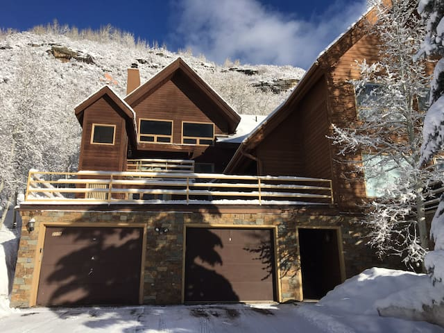 Affordable Alternative in East Vail Bedroom One - Vail - House