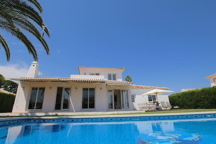 Charming villa in the heart of Calahonda