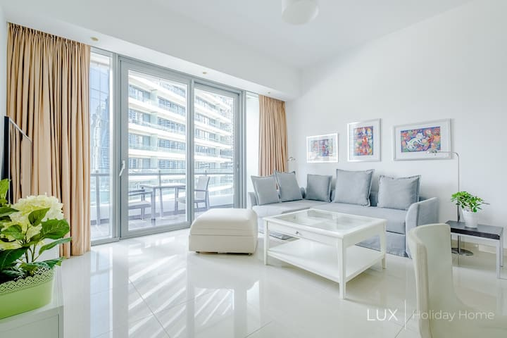 LUX | The Modern Dubai Marina Suite 1