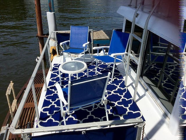 ⭐⭐Sweet  Houseboat and Romantic Mini Yacht ⭐⭐