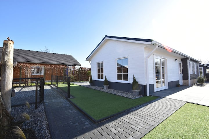 Premium Chalet in Sint Annaland with Garden
