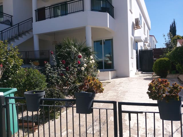 Spacious apartment with privat pool. - Paphos - Apartament