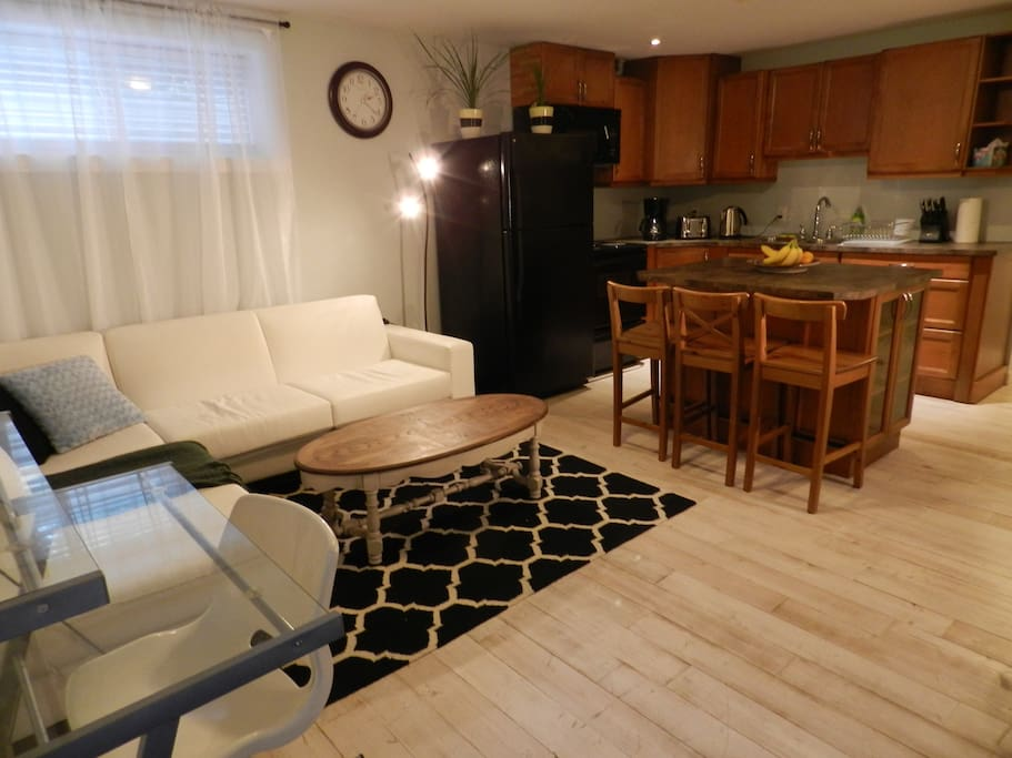 Lovely 2 bed 2 bath suite near beaches!