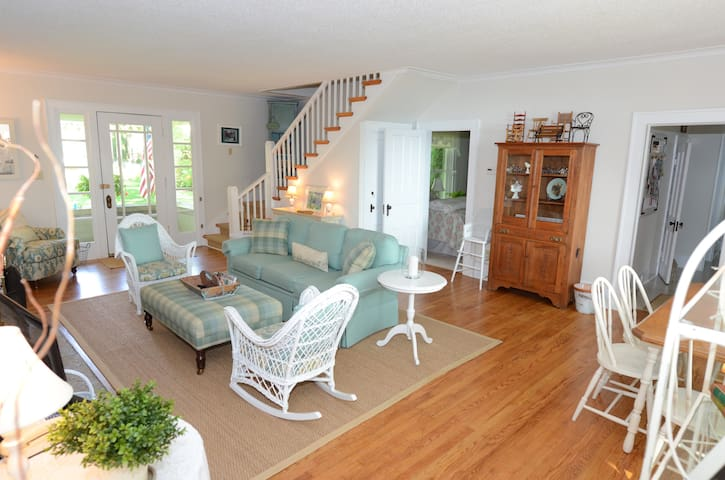 Charming Waterfront Round Lake Home - Charlevoix - House