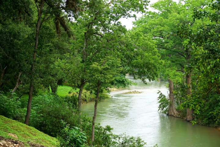 Waterfront Oasis - Family Fun on the San Marcos River!