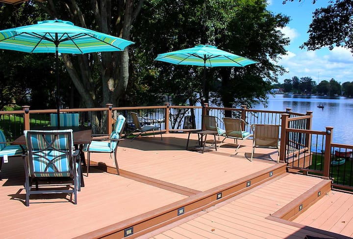 Spacious Modern Getaway on Golden Lake