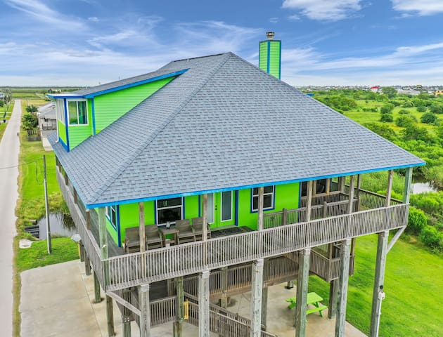 ALL DECKED OUT*Sleeps 18*RV Space*Mezzanine Deck