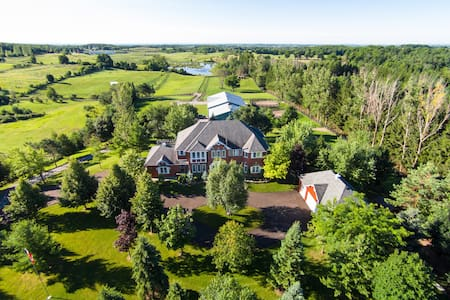 Thoroughbred Horse Farm Estate - Uxbridge