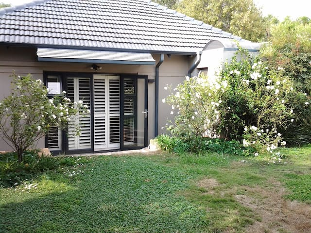 Secure ,Comfortable Garden Cottage in Parkhurst