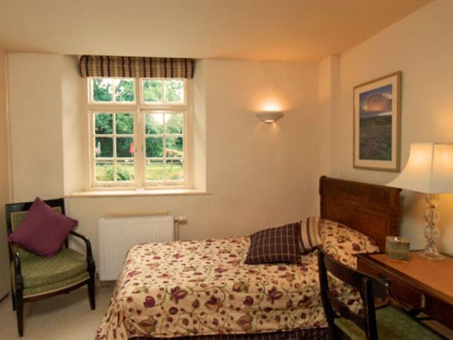 Single room-Ensuite-Bed & Breakfast