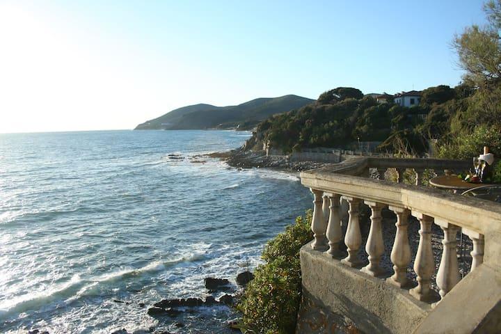 """""""Casa sullo Scoglio"""" - Quercianella - Villa"""