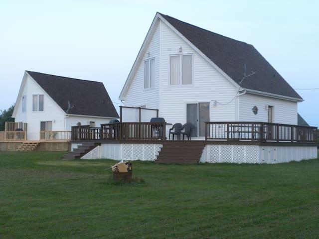 Beach front cottage in Grand Barachois, NB - Beaubassin-est - Kulübe