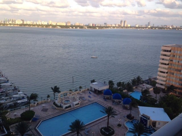 GreatView 2 Relax and 15 Min to the ULTRA FESTIVAL - North Bay Village