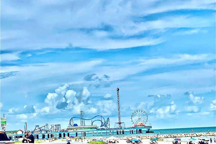 2 blk AMAZING BEACH/walk 2 Pleasure Pier/food/bars