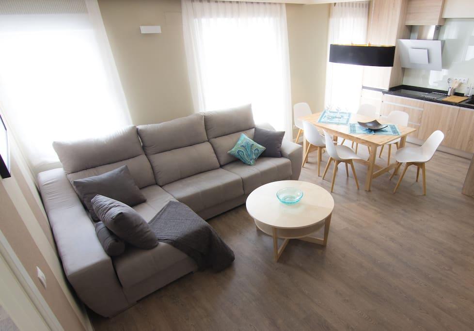 Gran salón con dos espacios diferenciados
