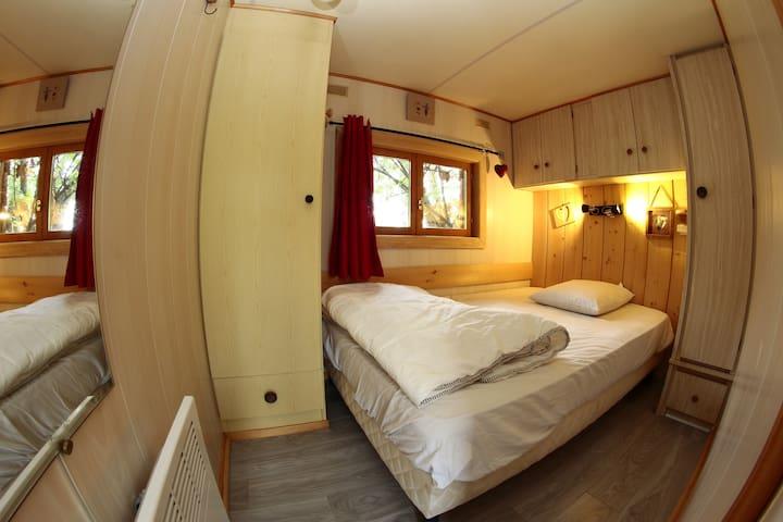 la deuxième  chambre. Draps non fournis pour cette chambre.