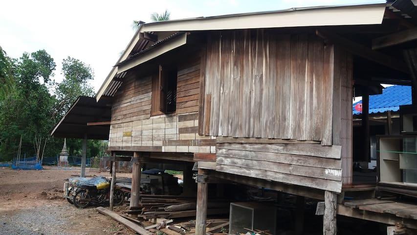 Nong Prue Village House - Kanchanaburi - Gjestehus