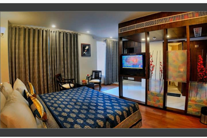 Group Stay in Hotel, 600 Mtr from Taj Mahal VIP Gt