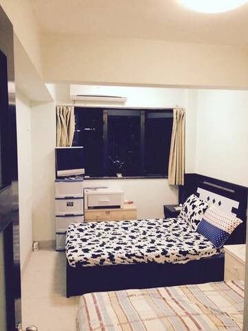 Private twin bed room in Central Taipa.