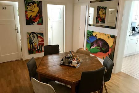 Private room in Frankfurt-Westend nearby Old Opera