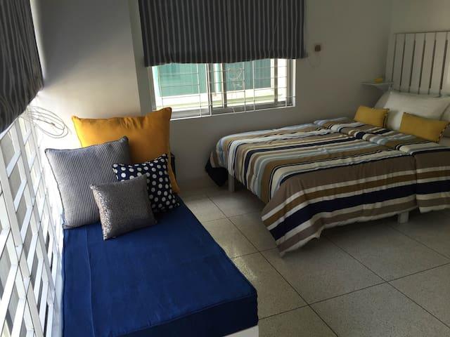 Cozy Room in Top Floor near Gulshan-Baridhara - Dhaka