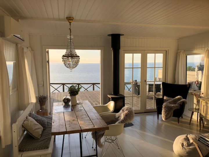 Beach front summer house with ocean view
