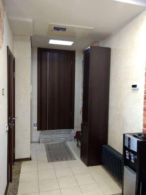 hallway (entrance)