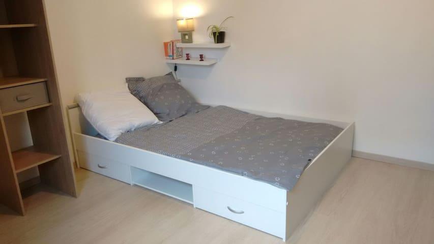 Chambre meublée et équipée de 13m2 - Valence - Byt