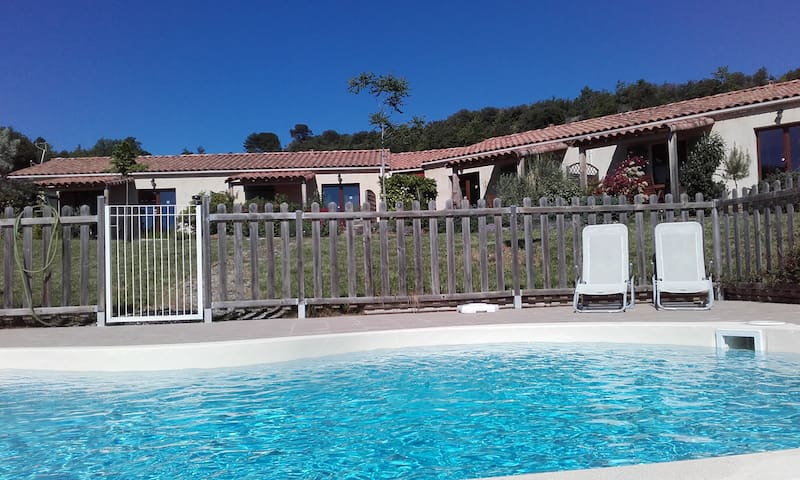 """le Chardonnay"" : pool-sun-peace-beautiful view - Limoux - Apartamento"