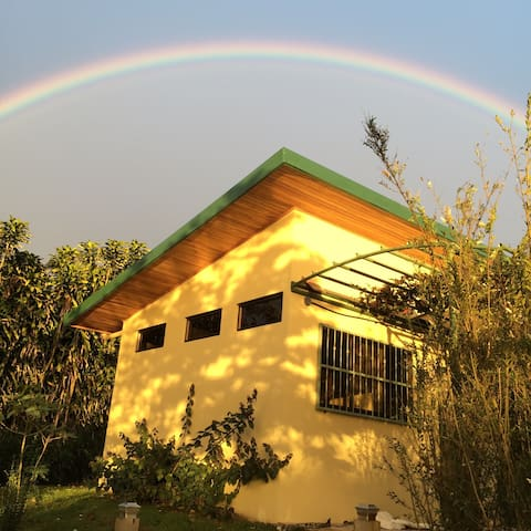 Bamboo house on coffee farm in Central Valley - San Pedro de Poás - Huis