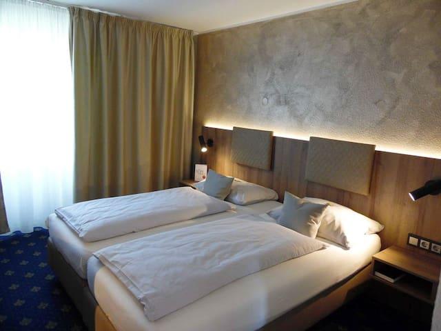 Hotel Arcis, (Gomaringen), Doppelzimmer mit Dusche und WC