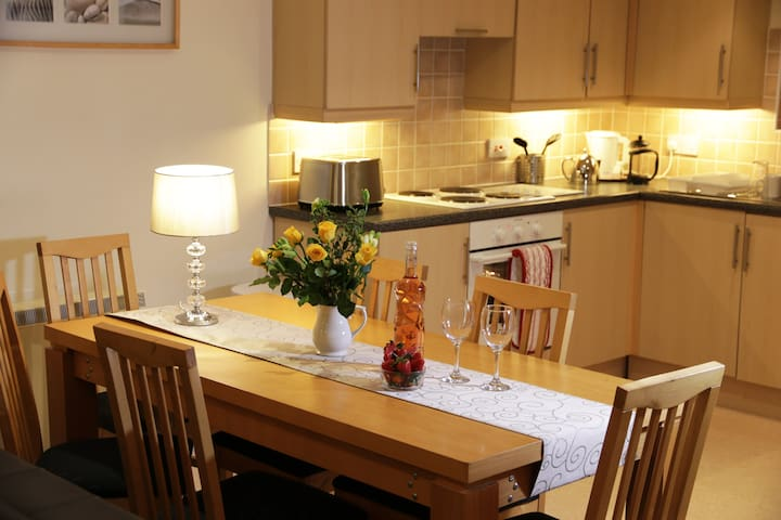 Spacious Holiday Lodge with 3 bathrooms, sleeps 8