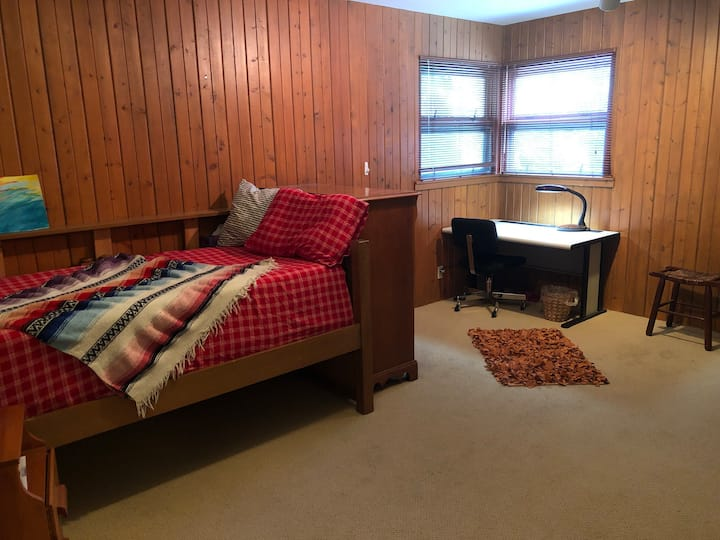Cozy, Friendly Stay Awhile! Weekly/Monthly Gem!