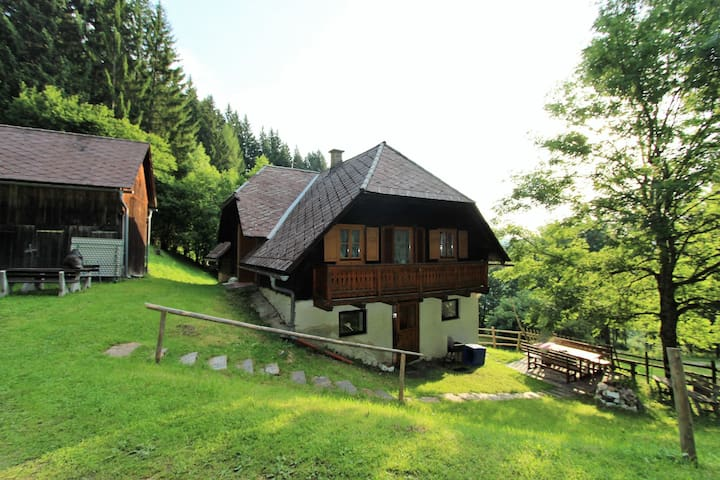 Beautifully quiet mountain hut surrounded by nature in the Lavanttal