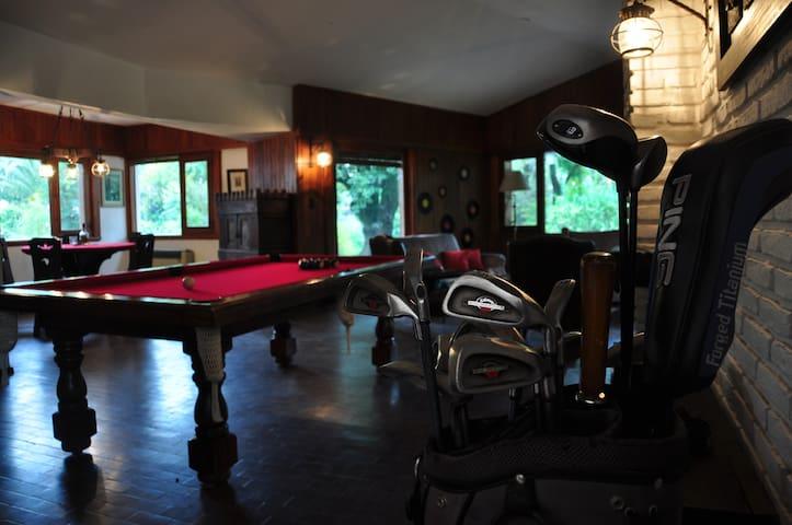 Casona a 1 cuadra del Cba Golf Club Villa Allende - Villa Allende - บ้าน