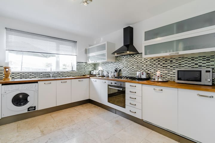 3 bed luxury flat by tube - Barnet - Apartment