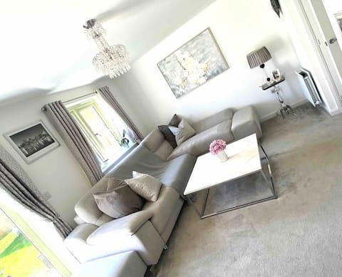 Modern 2 bedroom Cotswolds home