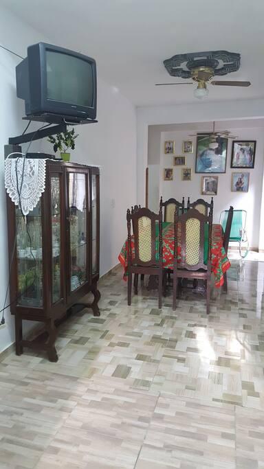 Este es el comedor donde pueden disfrutar del buen desayuno cubano y cena si lo deseas