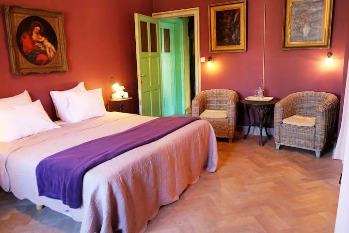 Ruime kamer in luxevilla op 100m van het strand