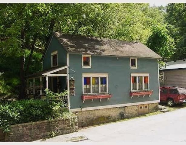 Eureka Springs Cottage on South Main Street