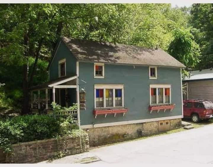 Eureka Springs Cottage on South Main Street